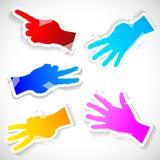 Cinco etiquetas de papel das mãos levantadas. Ilustração do Vetor