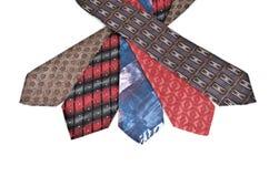 Cinco gravatas varicoloured isoladas no fundo branco. Imagem de Stock Royalty Free