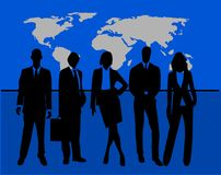 Cinco hombres de negocios acertados delante de un mapa stock de ilustración