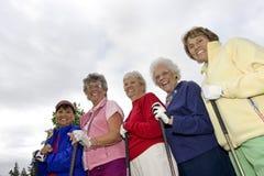 Cinco jogadores de golfe idosos Fotos de Stock