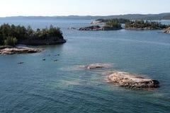 Cinco kajaks en superior de lago Imagenes de archivo