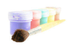 Cinco latas da pintura e da escova Fotografia de Stock