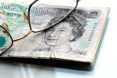 Cinco libras e vidros imagem de stock royalty free