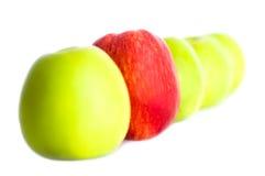 Cinco manzanas en una fila Imagen de archivo