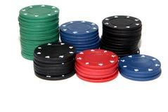 Cinco microplaquetas coloridas do póquer Imagem de Stock Royalty Free