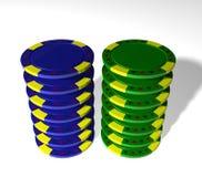 Cinco microplaquetas coloridas do póquer Imagens de Stock