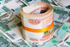 Cinco-milésimas notas contra o mil Imagens de Stock Royalty Free