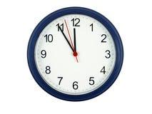 Cinco minutos labran medianoche imagenes de archivo