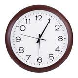 Cinco minutos más allá de seis en un dial Imagen de archivo libre de regalías