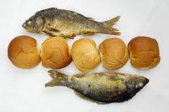 Cinco nacos, e os dois peixes Fotografia de Stock Royalty Free