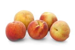 Cinco pêssegos maduros Fotos de Stock Royalty Free