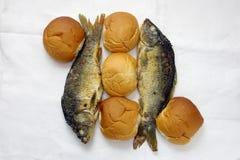 Cinco panes, y los dos pescados Foto de archivo libre de regalías