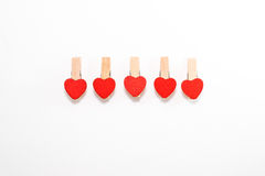 Cinco pernos de madera con en forma de corazón imágenes de archivo libres de regalías