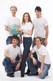 Cinco personas jovenes con un globo Imagenes de archivo