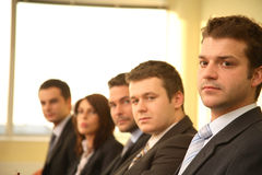 Cinco pessoas em uma conferência, retrato do negócio Fotografia de Stock