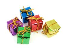 Cinco regalos coloridos foto de archivo libre de regalías