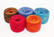 Rollos multicolores del hilado Fotografía de archivo