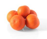 Cinco tangerinas em um fundo branco Imagem de Stock Royalty Free