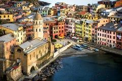 Cinco terras Cinque Terre, Liguria: Vila do pescador de Vernazza no por do sol Italy Fotos de Stock Royalty Free