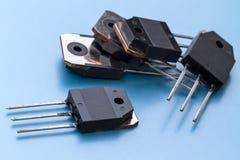 Cinco transistores en un estuche de plástico fotos de archivo libres de regalías