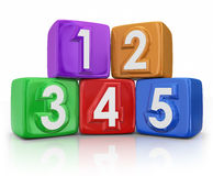 5 cinco unidades de creación básicas de los elementos de los principios que cuentan los cubos Imagen de archivo libre de regalías