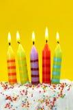 Cinco velas del cumpleaños imagenes de archivo