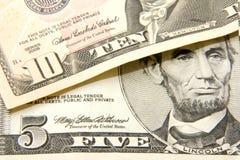 Cinco y diez dólares Fotos de archivo