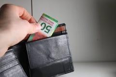 Cincuenta francos suizos de nuevo billete de banco en una cartera fotos de archivo libres de regalías
