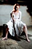 cinderella που ντύνεται όπως την επάν Στοκ Εικόνα