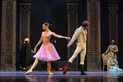 Cinderella en de prins Clara hadden elk een verbrijzeling op de ander-Balletnotekraker royalty-vrije stock fotografie