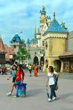 Cinderella slott på disneyland Hong Kong arkivbild