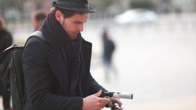 Cineasta del indie que crea un tiro almacen de video