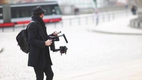 Cineasta del indie que da hacia fuera direcciones almacen de video