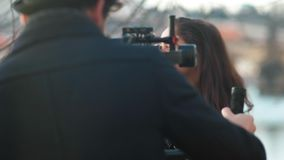 Cineasta del indie que trabaja con su modelo metrajes