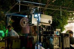 Cinema ao ar livre em um templo em Tailândia Fotografia de Stock