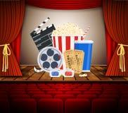 Cinema com fileira de assentos vermelhos Imagem de Stock