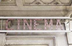 Cinema del segno in città Immagine Stock