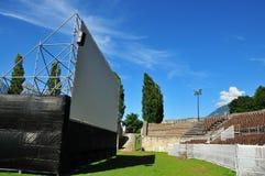 Cinema do ar aberto no Amphitheatre romano imagens de stock