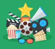 Cinema ed illustrazione del fumetto di film Premi, biglietti, megafono e l'altro collage piano delle icone di vettore degli ogget Fotografia Stock