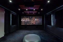 Cinema privato a casa immagini stock libere da diritti