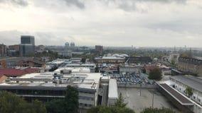 Cinemagraph - αστική άποψη στη βιομηχανική περιοχή της πόλης Χώρος στάθμευσης αυτοκινήτων στο Τορίνο Barriera, Τουρίνο φιλμ μικρού μήκους