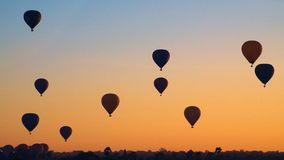 Cinemagraph των μπαλονιών ζεστού αέρα που πετούν πέρα από Bagan, το Μιανμάρ απόθεμα βίντεο