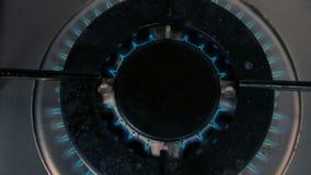 Cinemagraph av gasbränningen från en kökgasugn arkivfilmer
