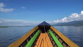 Cinemagraph de bateau de monte au lac Inle en Sunny Weather POV clips vidéos