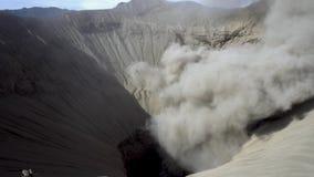 Cinemagraph de Gunung Bromo Volcano Crater no parque nacional de Bromo Tengger Semeru, East Java, Indonésia vídeos de arquivo