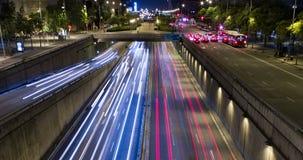 Cinemagraph de la escena de la noche del tráfico urbano Lapso de tiempo - efecto del rastro - exposición larga - 4K (02) almacen de video
