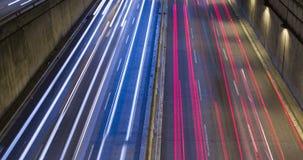 Cinemagraph de la escena de la noche del tráfico urbano Lapso de tiempo - efecto del rastro - exposición larga - 4K (04) metrajes