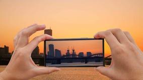 Cinemagraph de tomar la foto de la ciudad de igualación de Seul de Han River Cruise Ship en la puesta del sol almacen de metraje de vídeo