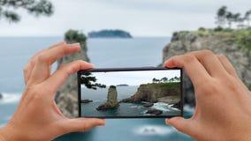 Cinemagraph de tomar la foto de la roca de Oedolgae en la isla de Jeju, Corea del Sur metrajes