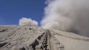 Cinemagraph do vulcão de Gunung Bromo no parque nacional de Bromo Tengger Semeru, East Java, Indonésia video estoque